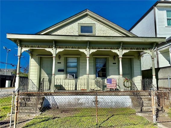 5335 LAUREL Street New Orleans, LA 70115