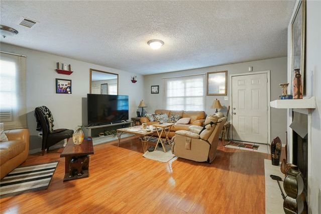 9400 HAYNE Boulevard - Photo 3