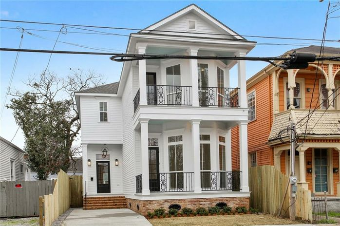 808 BORDEAUX Street New Orleans, LA 70115